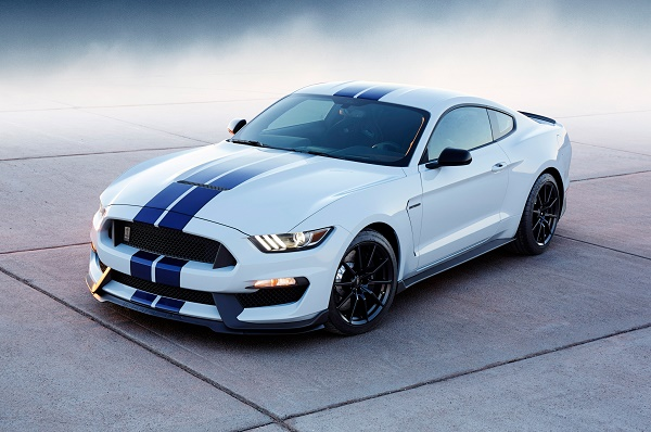 2016-ford-shelby-gt350-mustang-front-three-quarters-04