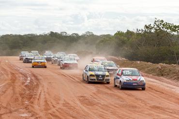 Autódromo na Bahia começa com circuito de terra
