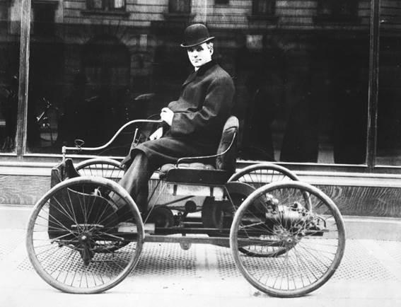 10. O célebre Quadriciclo, de 1896,  o primeiro carro de Henry Ford que deu origem à marca do oval azul.