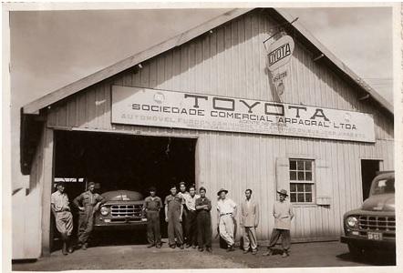 Primeiros caminhões Toyota montados no Brasil, 1952 (divulgação TdB)