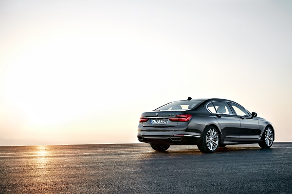 P90178462_highRes_the-new-bmw-7-series