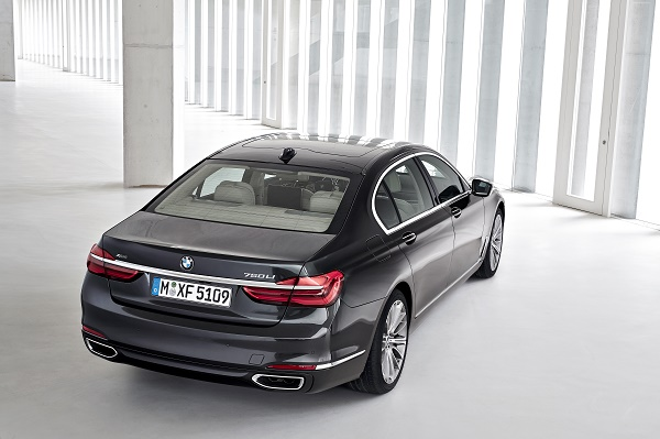 P90178478_highRes_the-new-bmw-7-series
