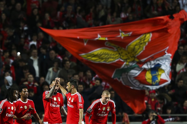 Kostas Mitroglou (C) of SL Benfica celebrates a goal against SC Braga during their Portuguese First League soccer match held at Luz Stadium in Lisbon, Portugal, 01 April 2016. JOSE SENA GOULAO/LUSA