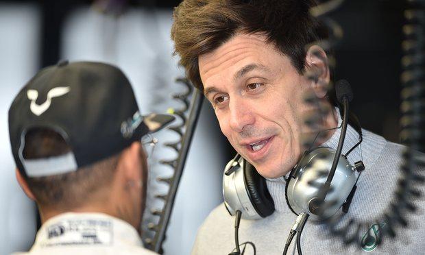 Toto diz quem manda na equipe para Hamilton